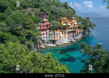 Une crique cachée et hôtels au bord de l'eau dans la ville de Portofino en ligurie, italie Banque D'Images