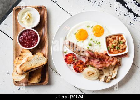 Petit-déjeuner anglais complet traditionnel repas britannique Banque D'Images