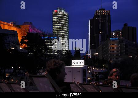 Beau paysage de la Potsdamer Platz, Berlin, vu depuis le cinéma en plein air au Kulturforum.