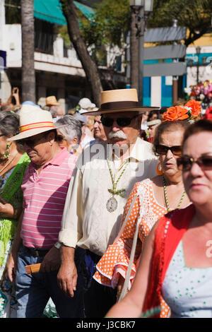 Dans les marcheurs de San-Miguel Romeira Parade, Torremolinos, Costa del Sol, Espagne, Europe. Banque D'Images