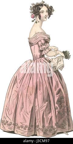 Robe de soirée . Une robe de velours rose épinglé, parés
