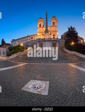 ROME, ITALIE - 1 novembre, 2013: Espagne et Trinita del Monti Église à Rome. L'escalier monumental de 135 marches Banque D'Images