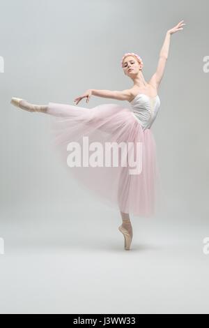 Ballerine blonde en studio Banque D'Images