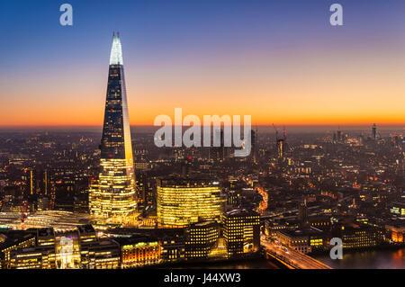 L'Écharde de toits de Londres Londres nuit le shard london la nuit sunset sky horizon de Londres nuit Grande-bretagne Banque D'Images