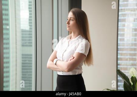 Femme entrepreneur de penser sur les perspectives Banque D'Images
