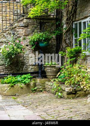 Chalet et Jardin dans le petit village de Pott Shrigley, Cheshire, Angleterre.