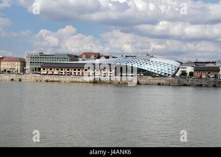 L'heure de l'immeuble (appelé officieusement la baleine ou Balna bâtiment), un centre commercial moderne, culturel Banque D'Images