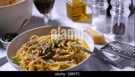 Vue rapprochée d'un bon plat de spaghetti carbonara Banque D'Images