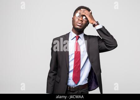 L'homme d'affaires ayant une dépression maux sur gris Banque D'Images