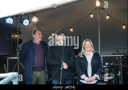 Hull, dans le Yorkshire, UK. 12 mai, 2017. Dave Mays, marquer la page Justine Peacock. Les trois directeurs de l'Humber Banque D'Images