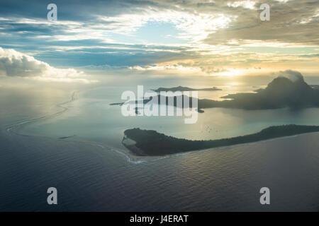 Vue aérienne de Bora Bora, îles de la société, Polynésie Française, Pacifique Banque D'Images