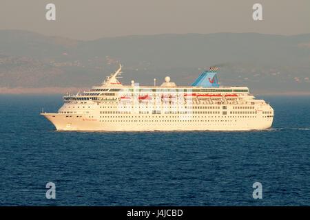 Thomson Majesté bateau de croisière dans la ville portuaire de Pirée dans la région de l'Attique en Grèce sur la Banque D'Images
