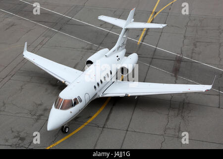 SHEREMETYEVO, RÉGION DE MOSCOU, RUSSIE - 17 avril 2015: un British Aerospace 125-800B VP-CDE le roulage à l'aéroport international de Sheremetyevo.