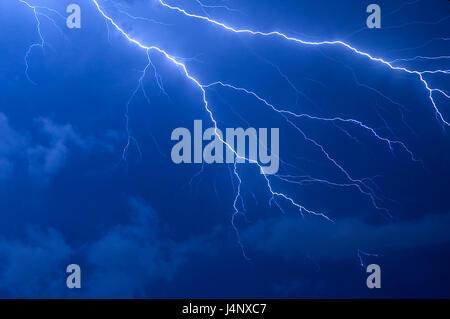 Éclair bleu orage après le coucher du soleil en Floride Banque D'Images