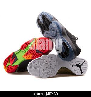 sur fond Chaussures de Nike blanc de basket Jordan Pile Air ball q8HwIdzz