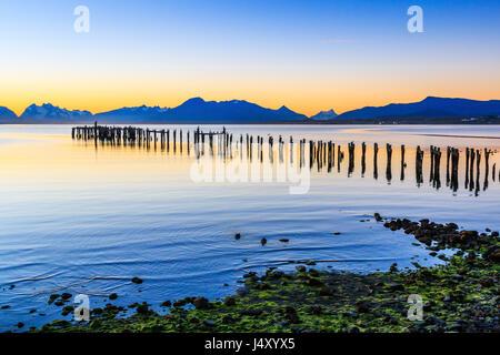Puerto Natales en Patagonie, au Chili. Vieux quai à Almirante Montt golf. Banque D'Images