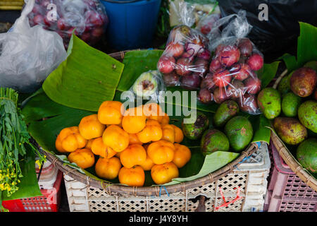 Fruits au marché de fruits Mai Chian. Thaïlande Banque D'Images