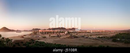 Panorama du centre-ville de Cabo San Lucas, y compris le port. Banque D'Images