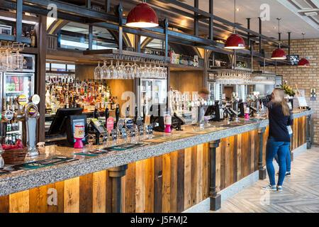 Le bureau de réservation et de la plate-forme de Pub Voir la Station de Waverley Banque D'Images