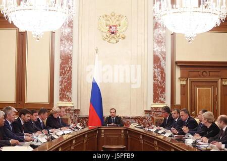 Moscou, Russie. 18 mai, 2017. Le premier ministre russe Dmitri Medvedev (C) lors d'une réunion des représentants Banque D'Images