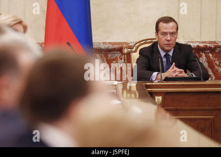 Moscou, Russie. 18 mai, 2017. Le premier ministre russe Dmitri Medvedev (R) lors d'une réunion des représentants Banque D'Images