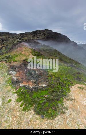 Fumerolle à Leirhnjukur / Leirhnjúkur, dans le champ de lave Krafla caldera en hiver, boutiques eystra / Nordurland eystra, Nord de l'Islande