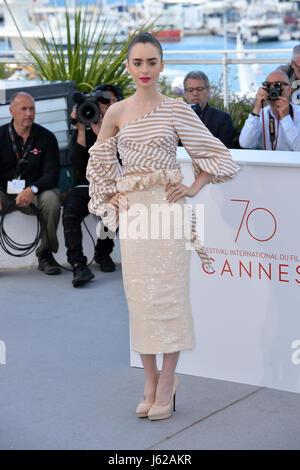 Cannes, France. 19 mai, 2017. Lily Collins à la photocall pour 'Okja' à la 70e Festival de Cannes, Cannes, France. Banque D'Images