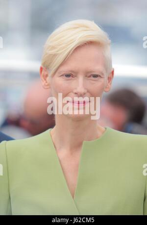 Cannes, France. 19 mai, 2017. L'actrice Tilda Swinton Okja. Photocall. 70e Festival du Film de Cannes Cannes, France Banque D'Images