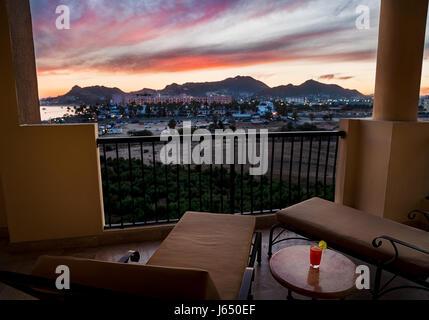 Vue depuis un balcon de l'hôtel Cabo San Lucas. Banque D'Images