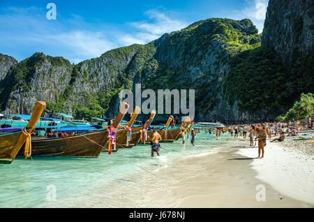 Bateaux sur la plage de Koh Phi Phi, Thaïlande