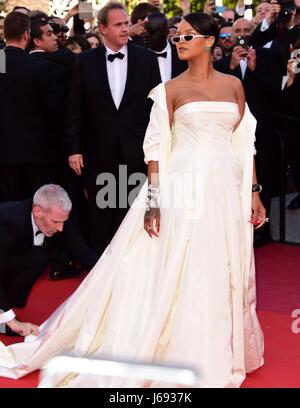 Cannes, France. 19 mai, 2017. Rihanna participant à la Premiere OKJA au Festival de Cannes 19 Mai 2017 Crédit: Banque D'Images