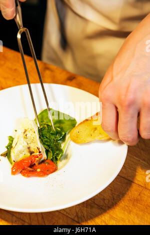 Roanoke Virginia Campbell Street Metro restaurant décontracté sert une cuisine américaine plaque chef Présentation Banque D'Images