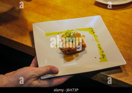 Roanoke Virginia Campbell Street Metro Restaurant cuisine américaine plaque asiatique egg roll repas décontractés Banque D'Images