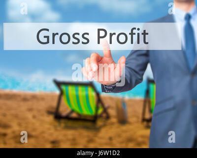 Le bénéfice brut - Businessman hand appui bouton sur l'interface de l'écran tactile. Le commerce, la technologie, Banque D'Images