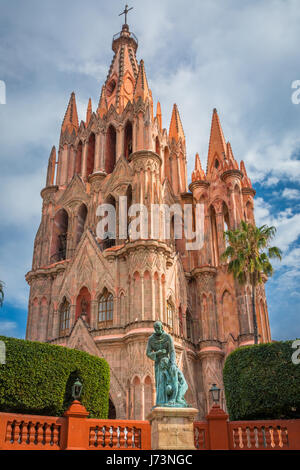 La Parroquia de San Miguel Arcángel église dans le centre historique de San Miguel de Allende, Mexique ------ La Banque D'Images