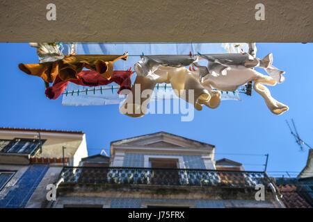 Vêtements suspendus balcon lave-ligne, Lisbonne, Portugal