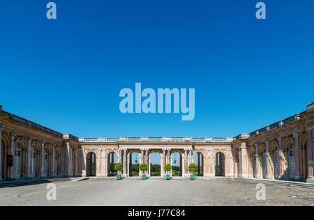 Le Grand Trianon en regardant vers le péristyle, le Domaine de Versailles, près de Paris, France Banque D'Images