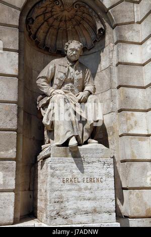 Statue de Ferenc Erkel, Opéra d'État hongrois (Magyar Allami Operahaz) à Budapest, Hongrie. Banque D'Images