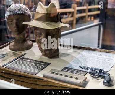 Roscoe, Illinois, États-Unis. 24 mai, 2017. Les chapeaux portés par le célèbre hors-la-Bonnie Parker et Clyde Barrow Banque D'Images