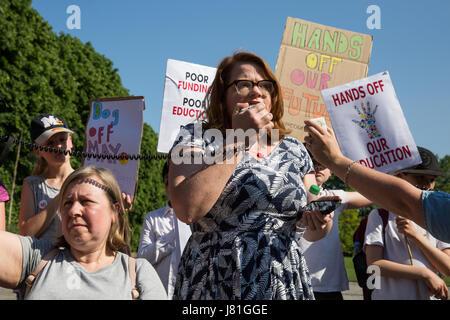Londres, Royaume-Uni. 26 mai, 2017. Katie Lindenberg de Waltham Forest National Union of Teachers (NUT), l'adresse Banque D'Images