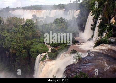Vue de l'Iguazu du côté argentin Banque D'Images
