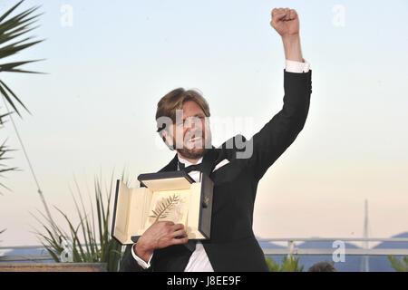 Cannes, Frankreich. 28 mai, 2017. Ruben Ostlund directeur avec la Palme d'Or pour le film 'Le Carré' à l'award winner Banque D'Images