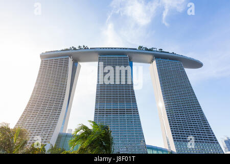 Singapour, Singapour - 17 février: vue du coucher de soleil sur la Marina Bay Sands Building le 17 février 2016 à Singapour. Banque D'Images