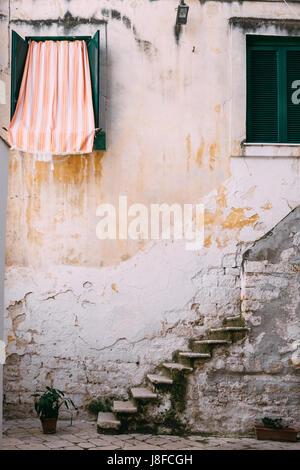 Une maison typique en Bari Vecchia, Pouilles, Italie Banque D'Images
