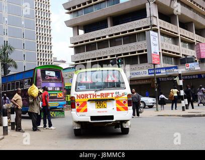Les transports publics au centre-ville de Nairobi, Kenya. Banque D'Images