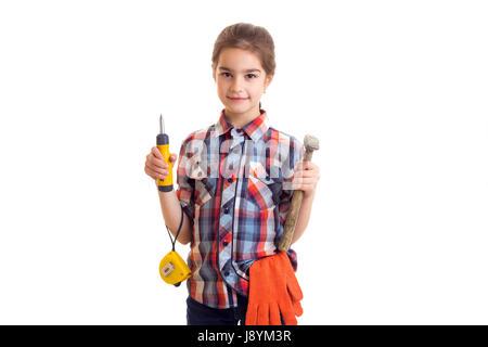 Little girl holding marteau, tournevis et roulette Banque D'Images