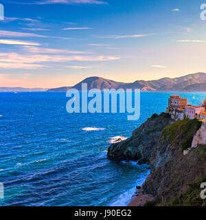 L'île d'Elbe et Portoferraio cliff view et de vieux bâtiments dans la matinée. La toscane, italie. L'Europe. Banque D'Images