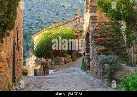 France, Pyrénées Orientales, Castelnou, étiqueté Les Plus Beaux Villages de France (le plus beau village de France), rue du village