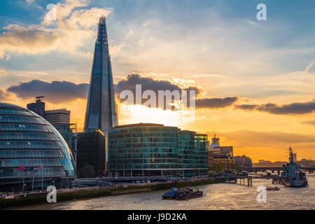 Le bureau de l'horizon plus complexe Riverside London, London City Hall, City Hall, le Shard, Thames au coucher Banque D'Images