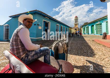 Chariot connu localement comme une coche sur la Plaza Mayor, dans la ville de Trinidad, l'UNESCO, Cuba, Antilles, Banque D'Images